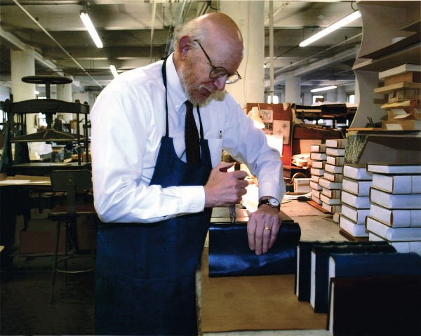 Sam Ellenport covering books at Harcourt Bindery in 2004.