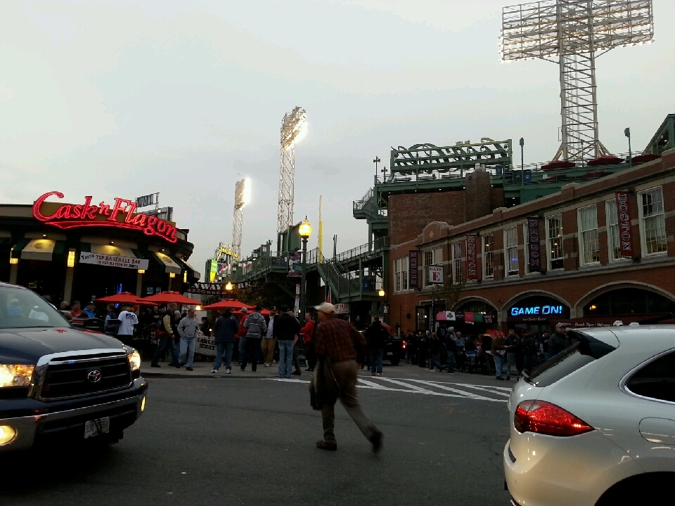Cars, fans, sellers and newscasters congregate outside Fenway an hour before the start of the Red Sox's World Series game. (BU News Service/Paula Garcia)
