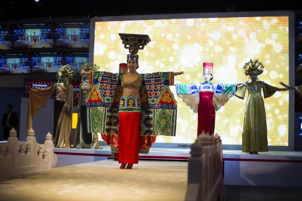 Las Vegas, Nevada, U.S.. Jan 7.  Changhong brings traditional Chinese performance and artifacts at CES. The clothes were designed by Chinese artists.( ©Simeng Dai/BUNS)